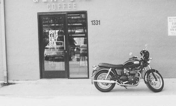 バイクとお店の画像