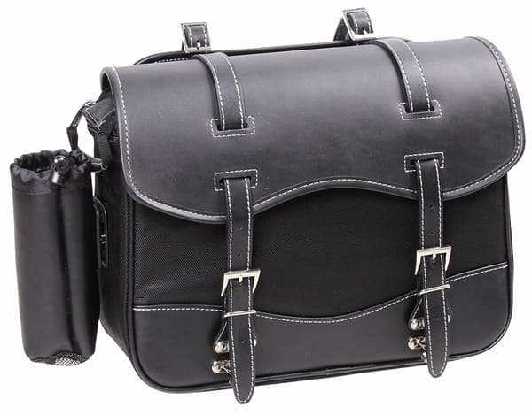 デグナーの合皮とナイロンのサイドバッグ