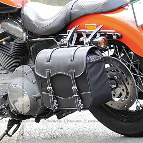 デグナーのサイドバッグを装着したバイクの画像