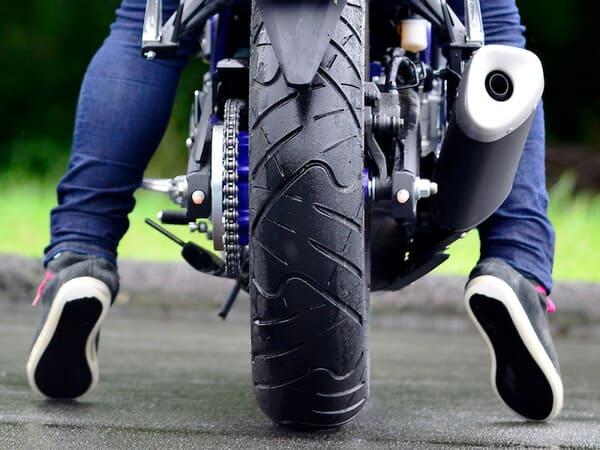 バイクの足つきの画像