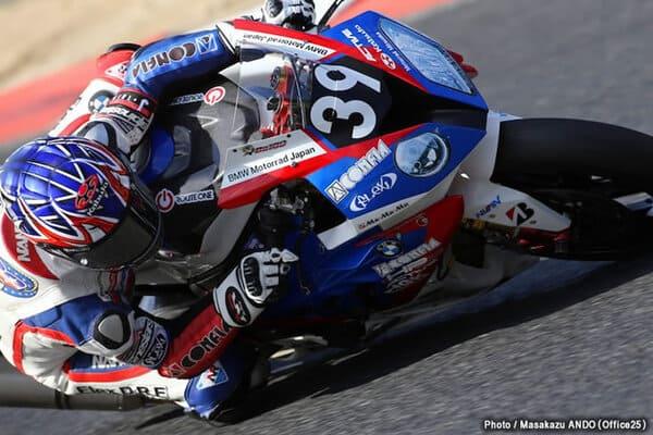 OGKカブトのヘルメットをかぶったライダーの画像