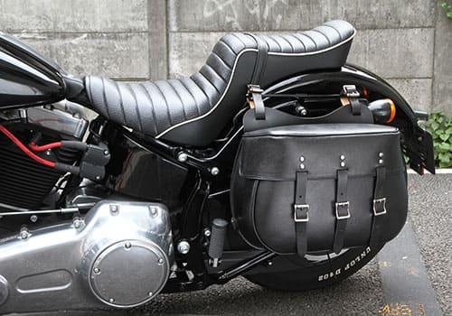 ストックスタイルサドルバッグを装着したバイクの画像