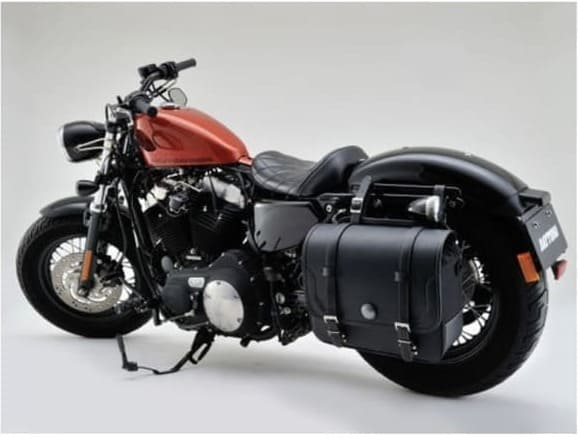 ヘンリービギンズサイドバッグ コンチョ装着のバイク画像