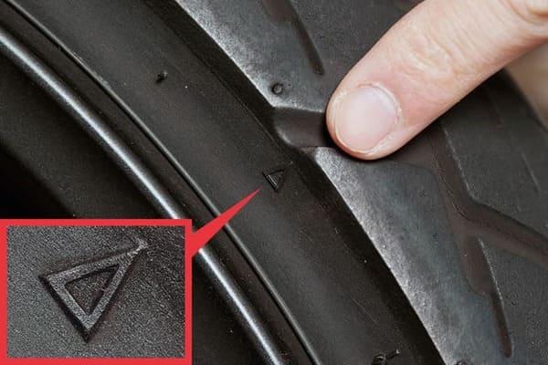 スリップサインの位置を示す△を強調した画像