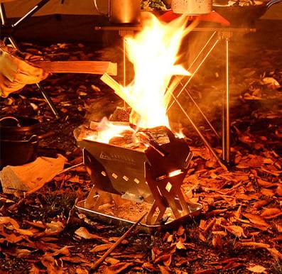 焚き火台として使用されているツーリングフラットグリル189の画像