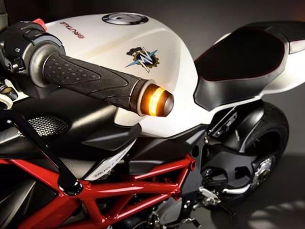 バーエンドウィンカーを装着したMVアグスタのバイク画像