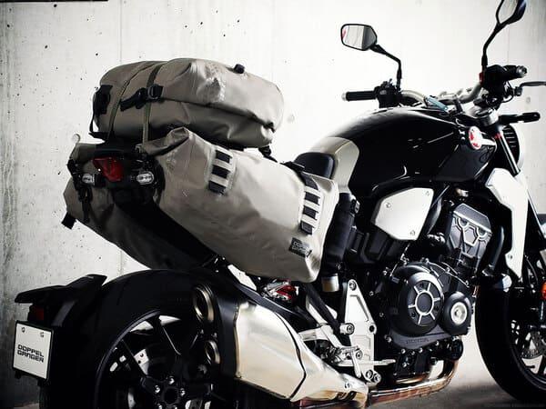 ドッペルギャンガーのバッグを装着したバイクの画像