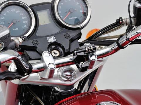 デイトナのヘルメットロックの装着画像