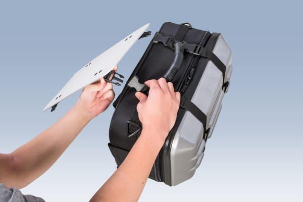オプションテーブルをサイドバッグに付けている画像