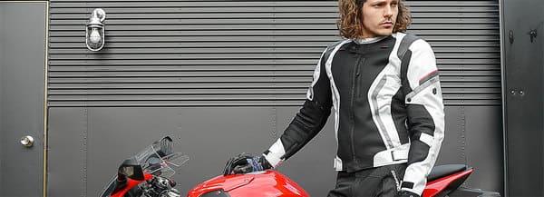 コミネのジャケットを着た外人の画像