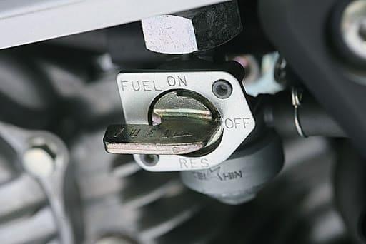 バイクの燃料コックの画像
