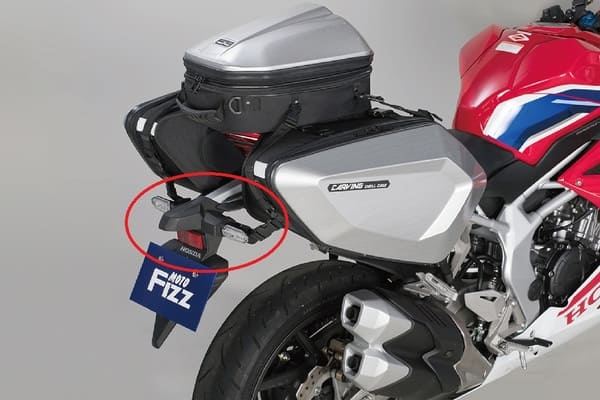 SSバイクのリアフェンダー強調画像