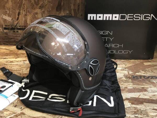 モモデザインヘルメットの画像