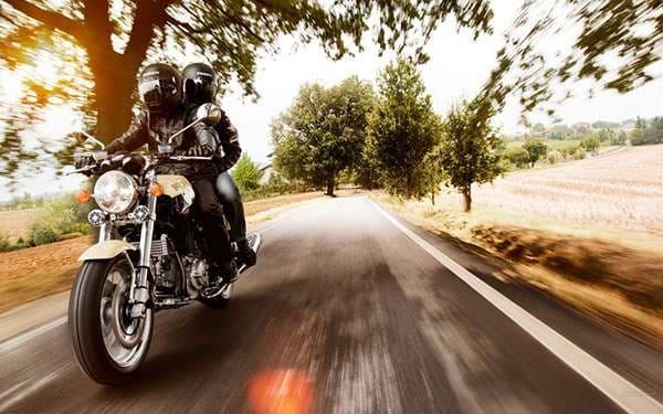 疾走感のあるバイクの画像