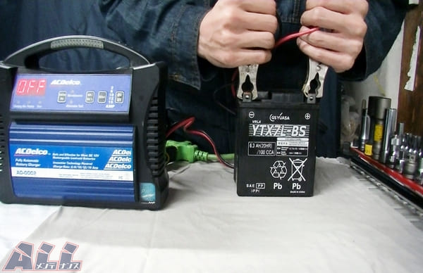 バイクのバッテリー充電の画像
