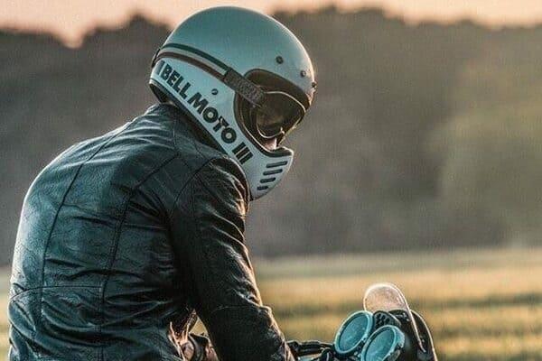 かっこいいバイク乗りの画像