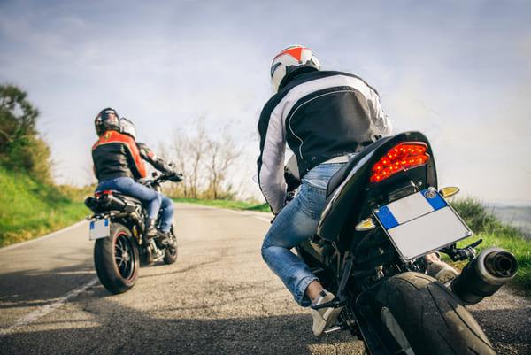ツーリングをしているバイク乗り達の画像