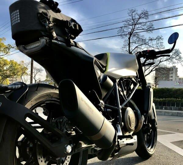 シートバッグとバイクの画像