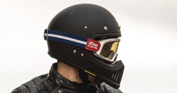 ゴーグルスタイルヘルメットの画像