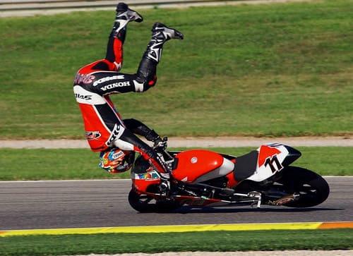 バイクの事故の画像